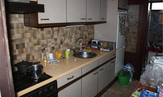 Voorbeeld van een gedateerde woning zoals een gedateerde keuken of badkamer