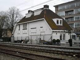 Voorbeeld van een mindere ligging zoals aan een spoorlijn
