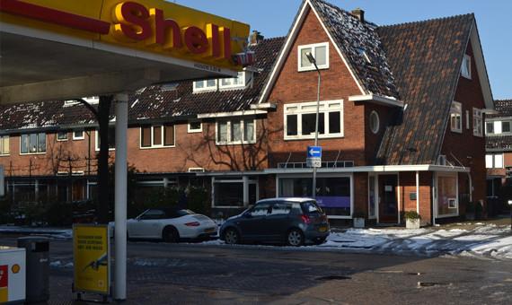 Voorbeeld mindere ligging zoals tegenover een benzinestation